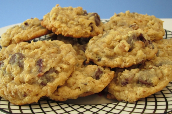 Chocolate Chip-Cherry-Walnut-Oatmeal Cookies – Riegl Palate